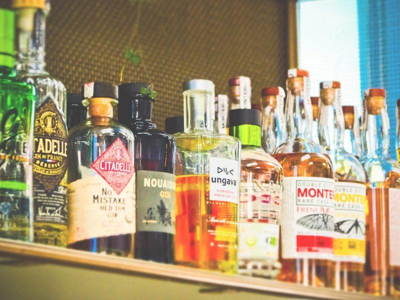bottles-3623317_1920